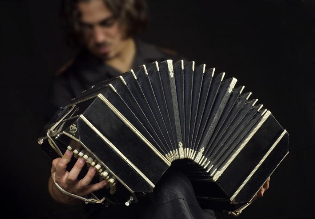 Buenos_Aires_-_Bandoneon_tango_player_-_7536